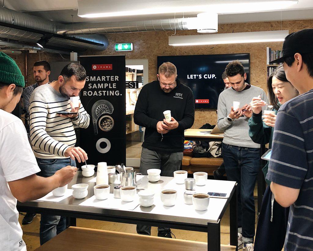 IKAWA workshop - attendees scoring the roasts